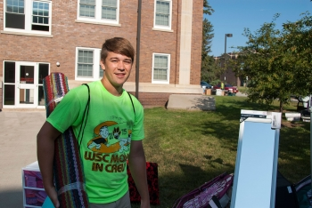 Students move in to dorms