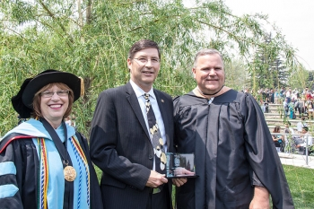 Bart Gotch '82 was the recipient of the Alumni Achievement Award and delivered the commencement address at the undergraduate ceremony.