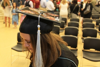 Chauntell Geary paid tribute to her her father, the late Kurt Geary, who passed away from pancreatic cancer two years ago, by decorating her hat with four images of him. It was Kurt's dream for her to acquire her master's degree, which she earned this yea